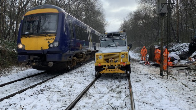 Network Rail Leeds S&T Team & The Aquarius R2R4x4 saves the day!